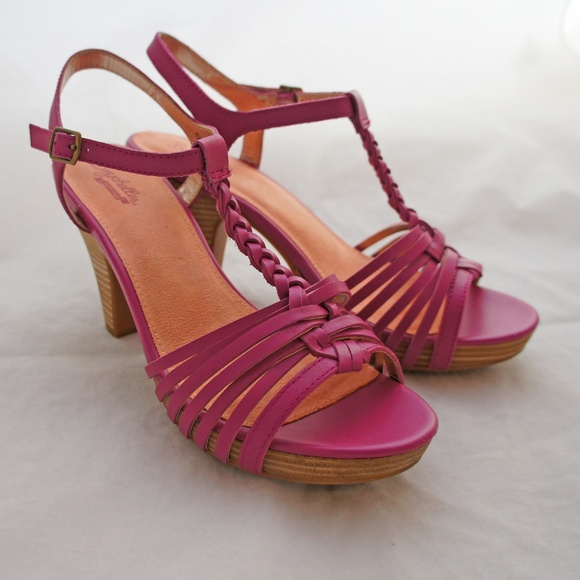 0e98d1ca874e Seychelles Shoes - Seychelles Finders Keepers Plum Platform Sandals 9
